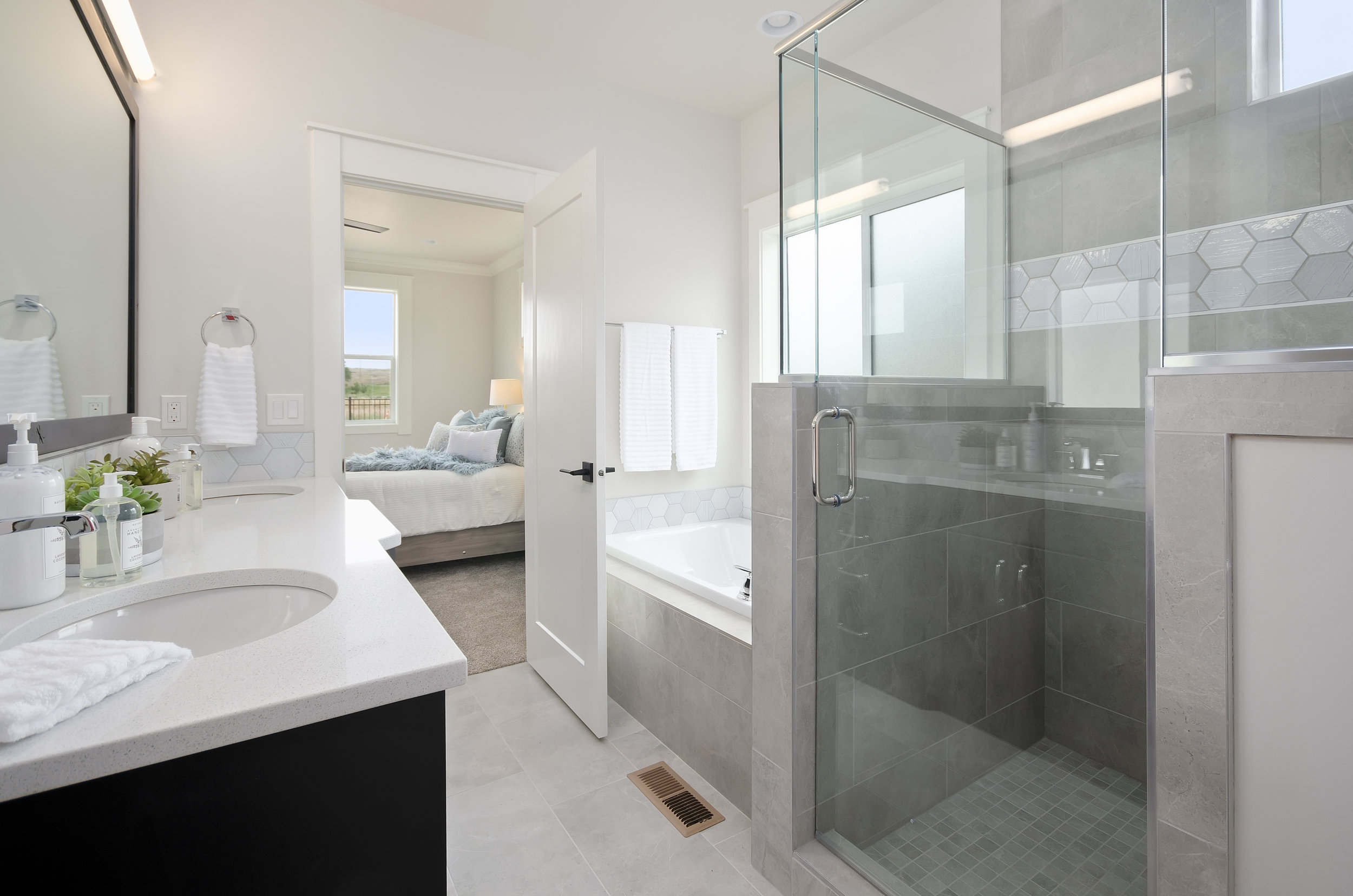 29-Master Bathroom.jpg