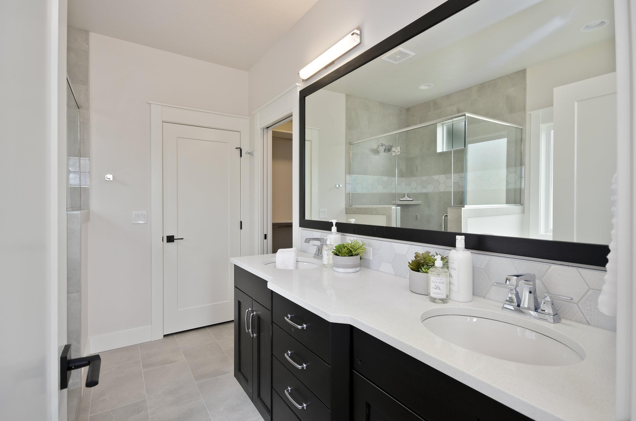 27-Master Bathroom.jpg