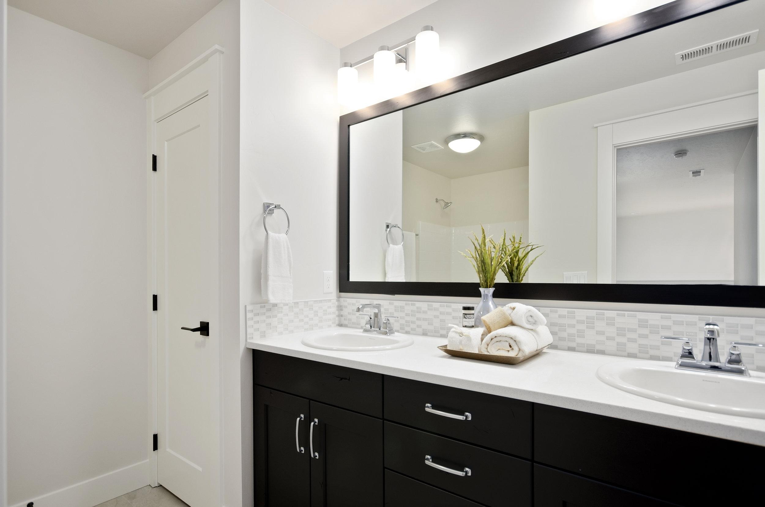36-Bathroom.jpg