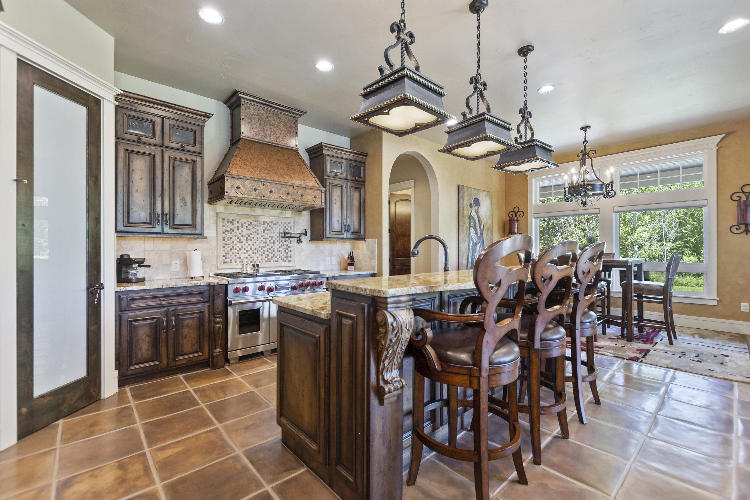 16-Kitchen.jpg