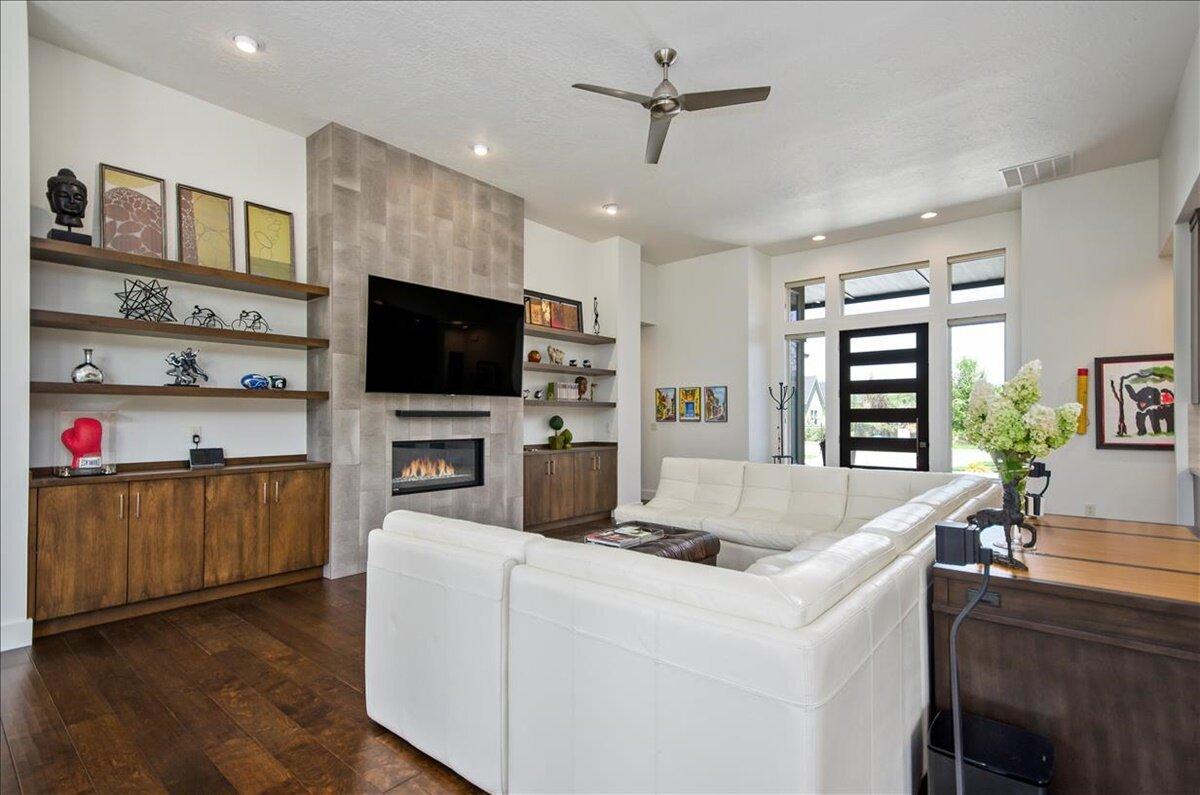 07-Living Room.jpg