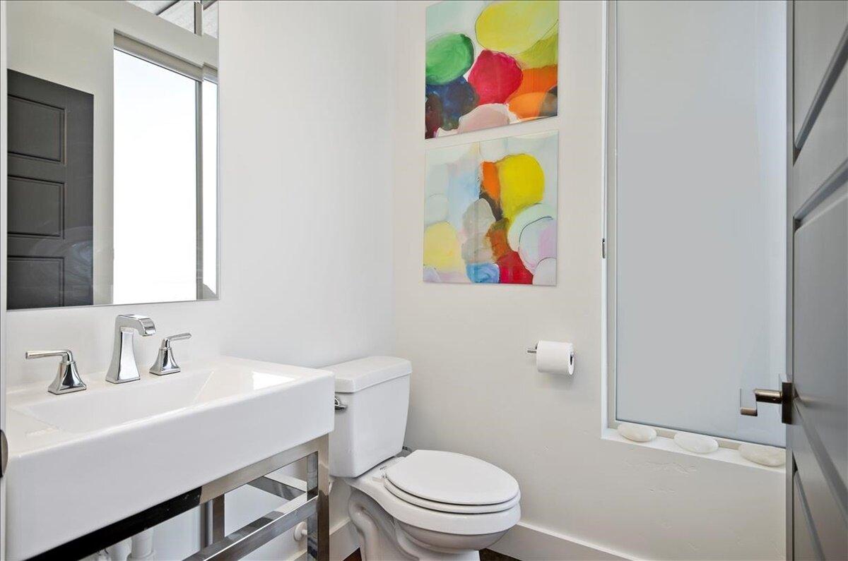 27-Bathroom.jpg
