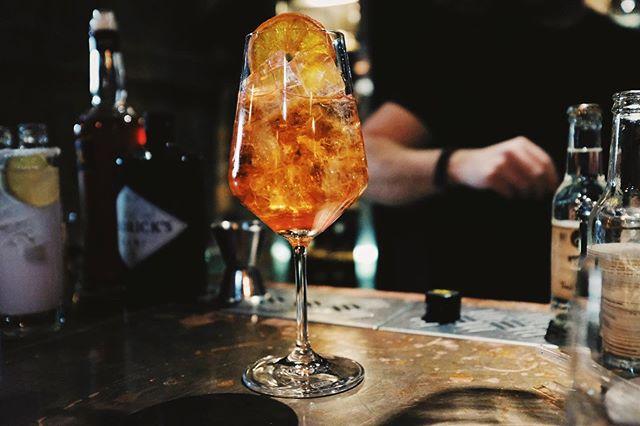 Lillördag • Kom ner till oss, vi har grymt goda drinkar (punkt). 👌🏻