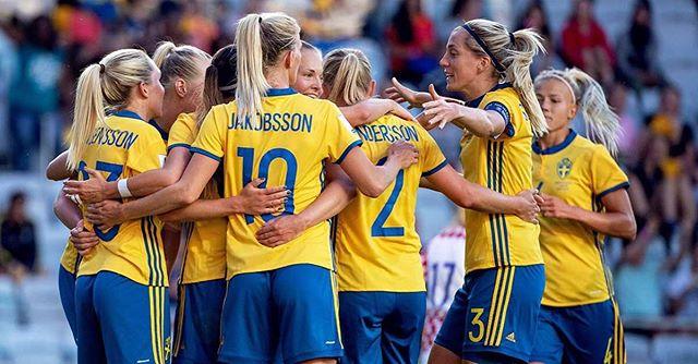 Imorgon, lördag visas bronsmatchen 🥉 i fotbolls-VM för damer på Stora Torget 👏🏻⚽️ Uteserveringen har öppet som vanligt ⚽️💯🥉🎉