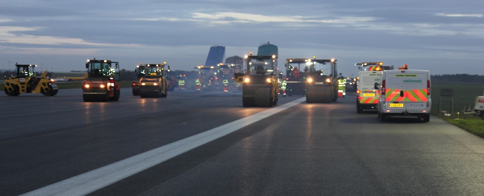 East+Midlands+Airport+Runway