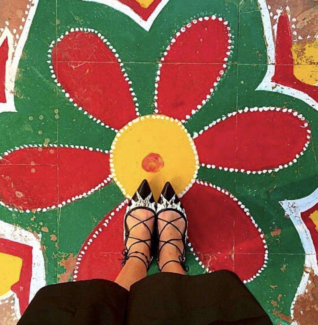 @ totallygorgeousgirl   Happy Feet!! ❤️💛💚✨  #goodmorning   #❤️   #gorgeous   #😍  #smile   #😃   #ihavethisthingwithfloors  💚  #blessed   #delhi   #patiala   #wedding  🌟