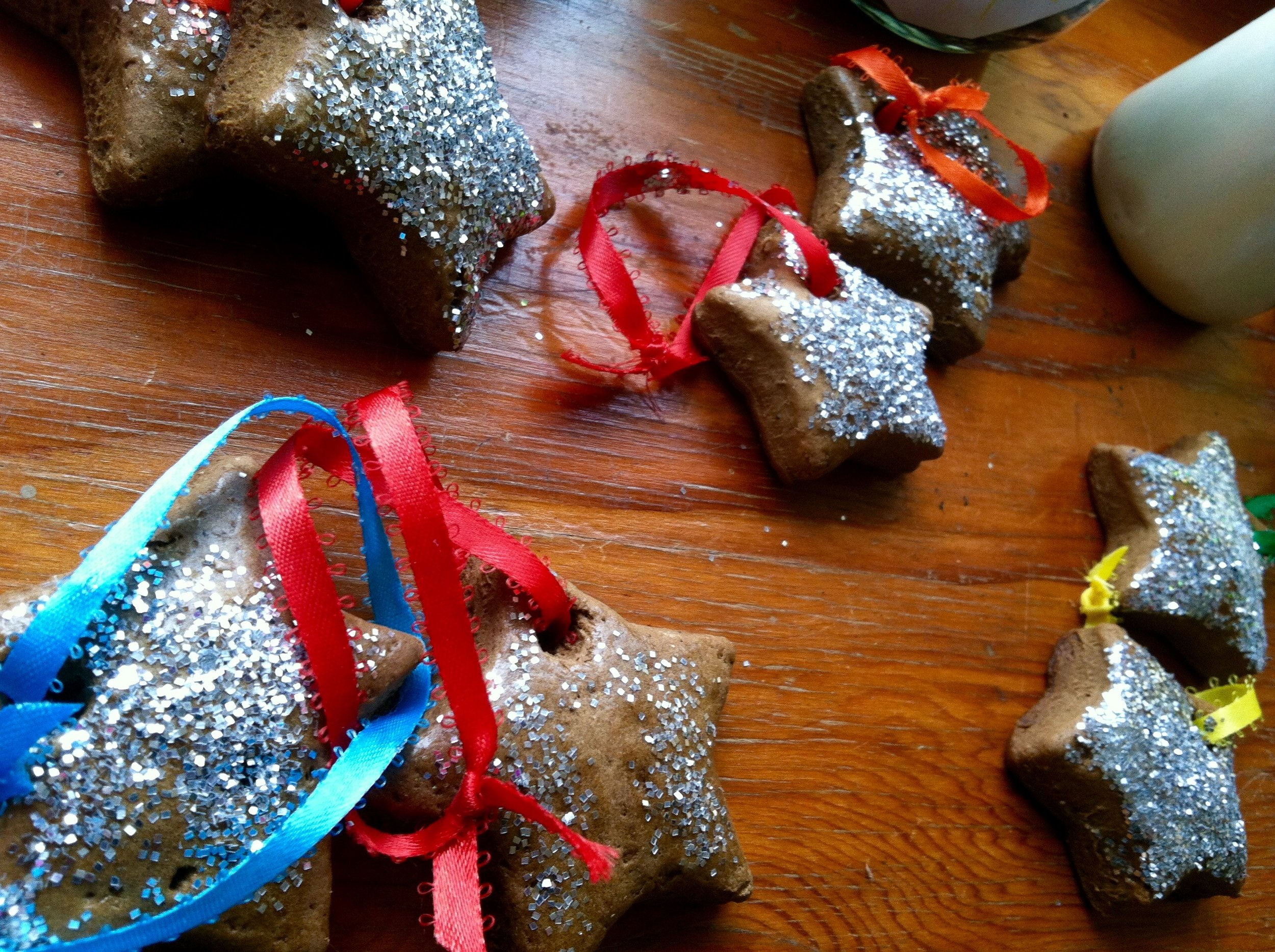 Simple, seasonal crafts made by eager little hands