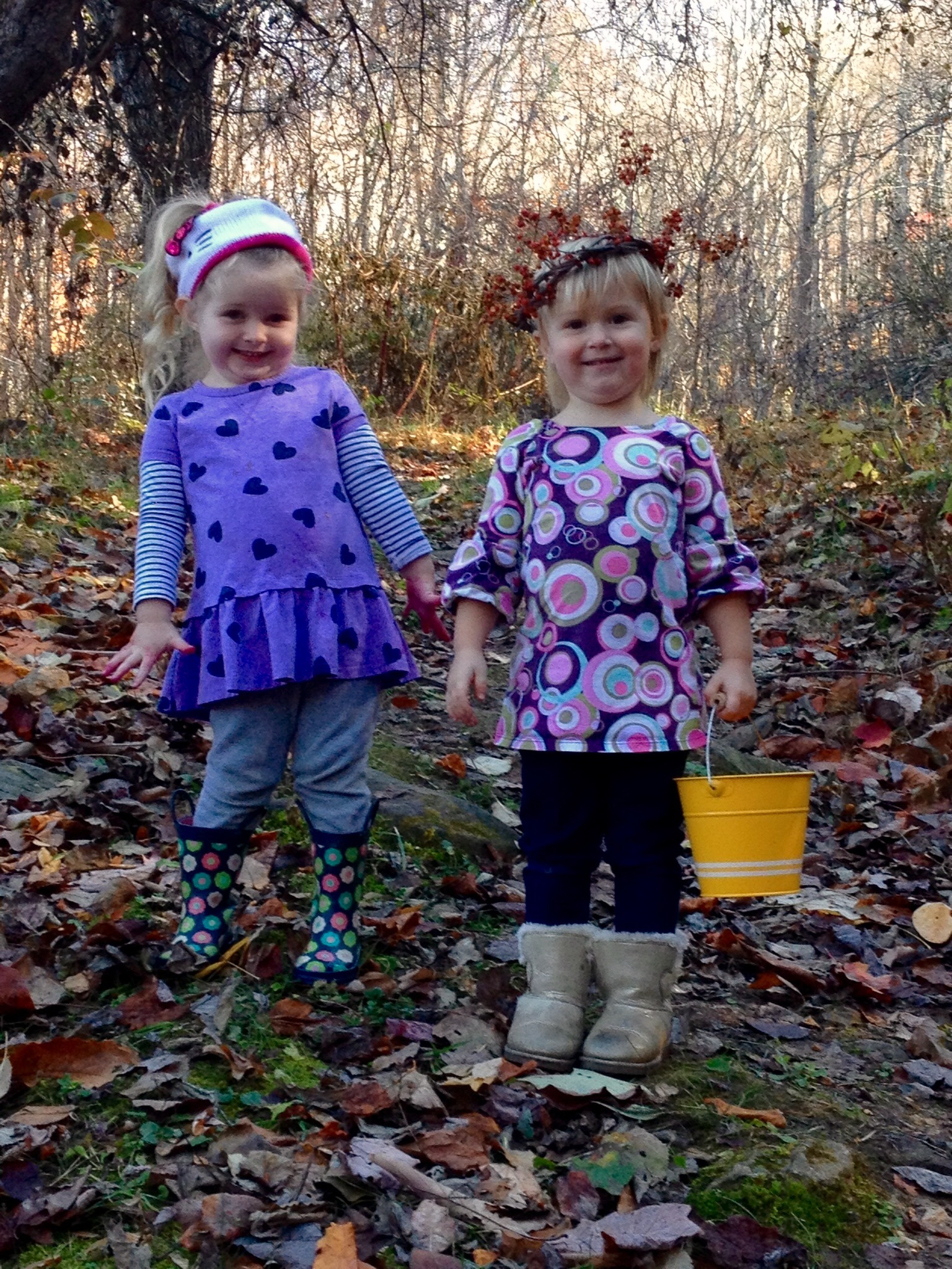 Forest friends gathering leaves for a seasonal craft