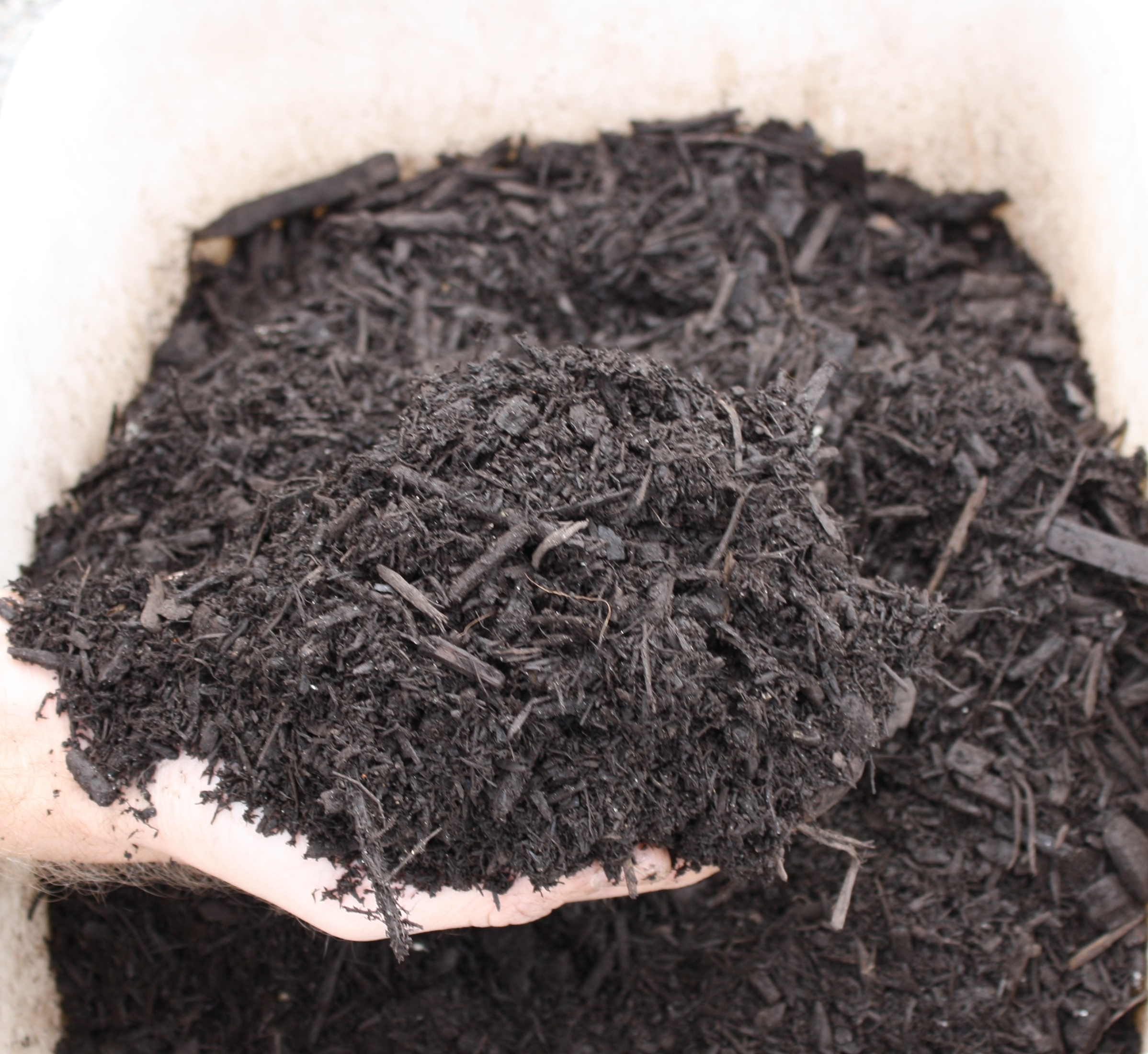 Brown Dyed Wood Mulch