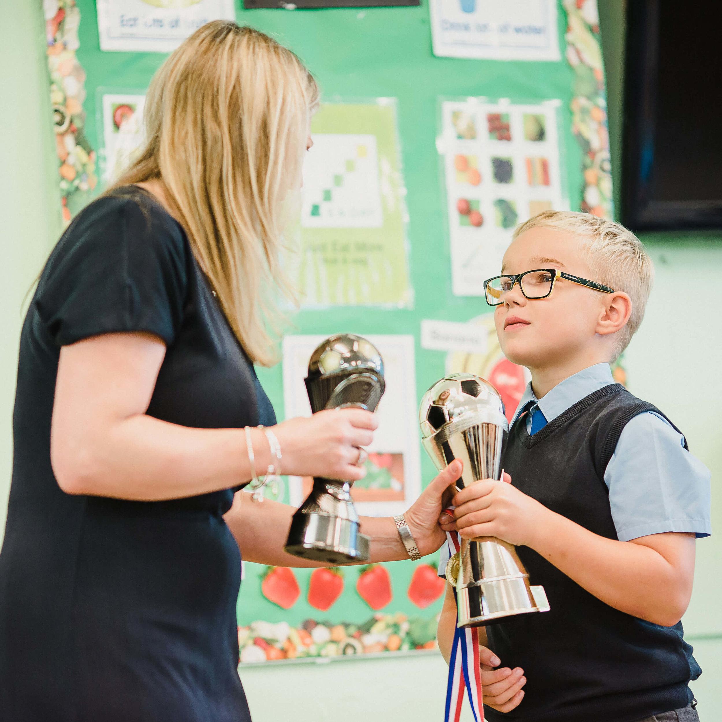 Hessle-Mount-Primary-fees-recieving-awards.jpg