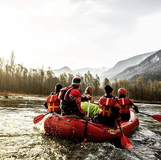 A shared adventure is a better adventure. 💞 ・・・ 📷: Geneva rafting trips mean multiple days of food, friends & fun! 🌊 (Photo credit: @soren_rickards, via @explora_project) •• @hautesavoie_dep74@savoiemontblanc@savoiehautesavoie@region.auvergne.rhone.alpes@region_auvergnerhonealpes #exploraproject