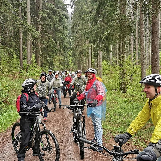 Bikes bring you places that cars never see. ・・・ 📷: Rain or shine #teambuilding #ebike tour with @teamerlebnisse! 🇩🇪🚵🏿‍♀️🚵🚵‍♀️🚵🏿‍♂️🚵🏽‍♂️