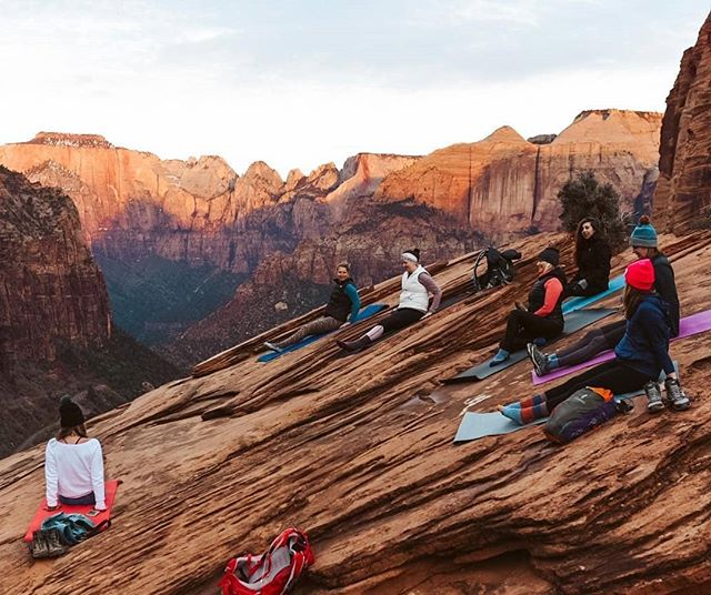 "Group spotlight: Sunrise yoga session at the end of a pre-dawn hike with Yogi Magee Expeditions. 🙏🏻 ""Moments like this morning, being out in nature and truly connecting to ourselves, each other and our mats is what it's all about...."" - Natalie Magee, @yogimagee (📷: @ak_lexi)"