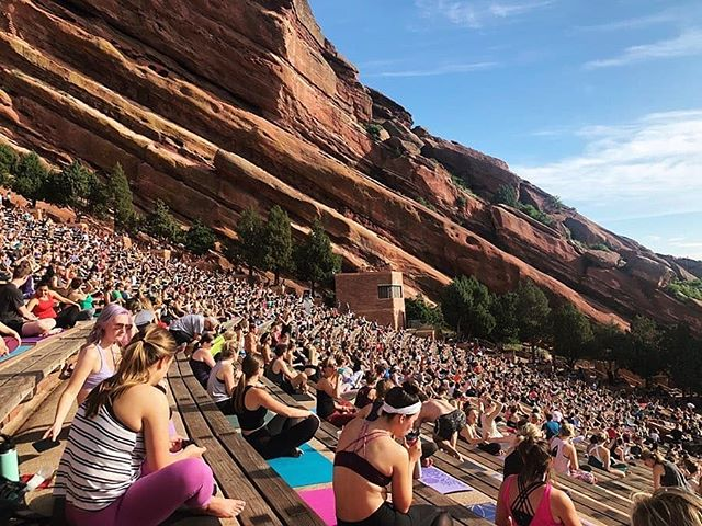 Surround yourself with those who challenge you, push you and motivate you. #mondaymotivation (📷: #YogaOnTheRocks with @lizlovesspin!)
