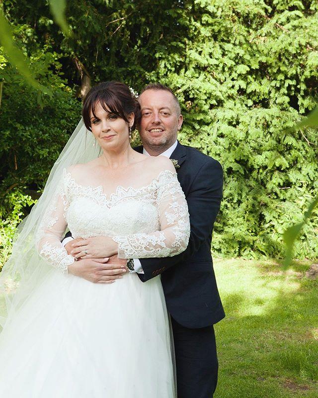 Hot Summer Solstice Wedding, grateful shade from the willow tree! #brideandgroom #tyingtheknot #sayphotographyuk #weddingphotography #weddingphotographer #bathweddingphotographer #bristolweddingphotographer #wiltshireweddingphotographer