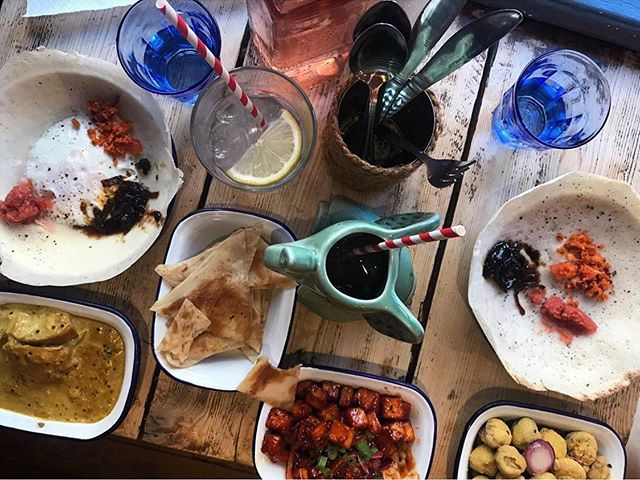 🍴SuNdAy FuNdAy! Thanks for dropping in to see us at Oxford TCT @josie_sexton @denverpost 🐘🍹🇺🇸 . . . #sundayfunday #fulltable #tctfeasting #srilankantapas #srilankanmenu #cocotails #ruby #destinationtct #denverpost #americanfriends #tctfamily #visitoxford #experienceoxfordshire #weekendvibes