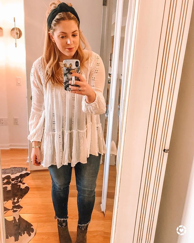 Selfie vibes for this amazing tunic for spring! • • • One of my fav bloggers @kathleen.post released her presets for light room and they are amazing! Details on her insta! Also she has this shirt/headband combo too 🤷🏼‍♀️ • • • You can instantly shop my looks by following me on the LIKEtoKNOW.it app http://liketk.it/2Amx9 #liketkit @liketoknow.it  #themanhattanbelle #citystyle #bloggerstyle #bodypositive