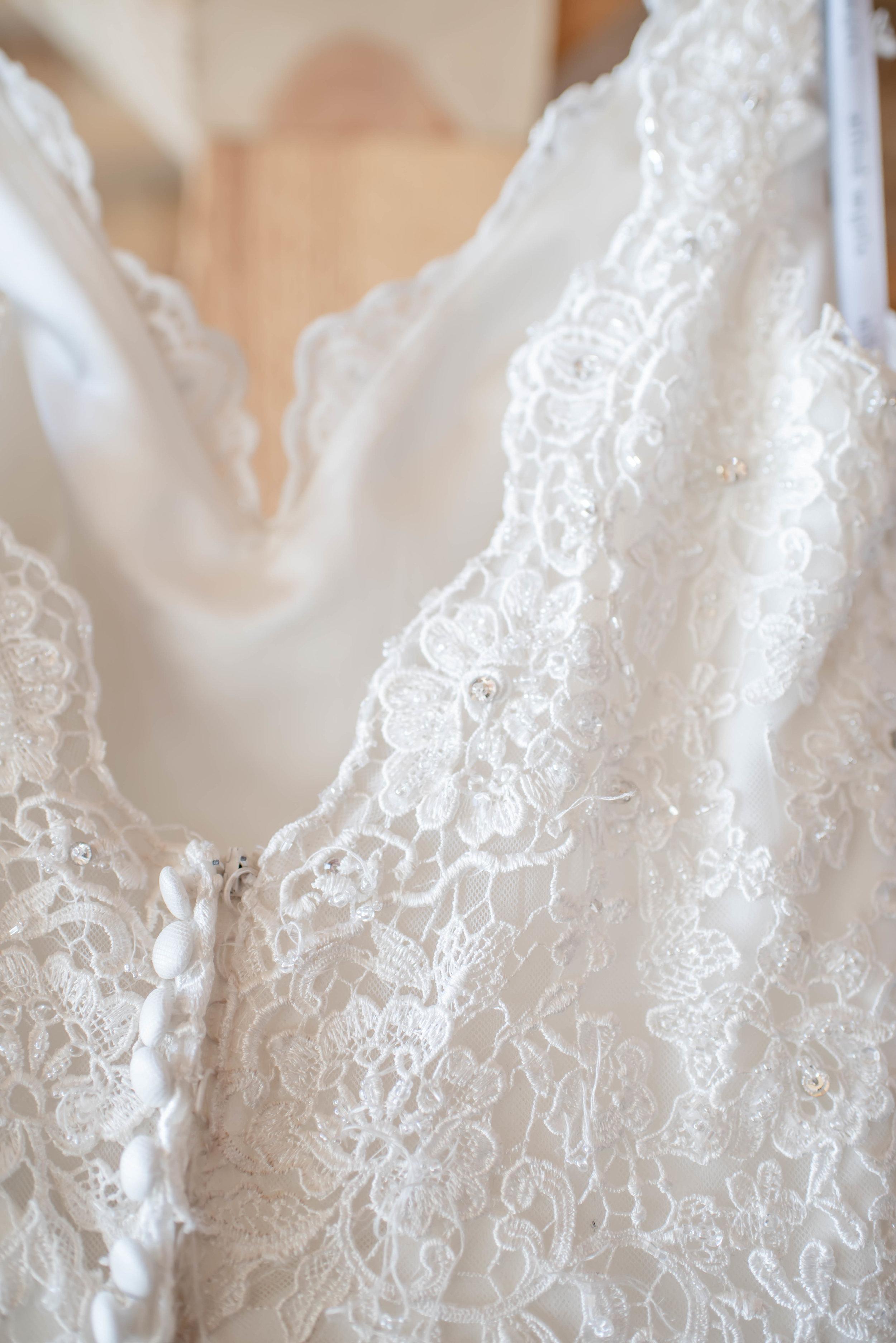 bridal gown detail barn weddings.jpg