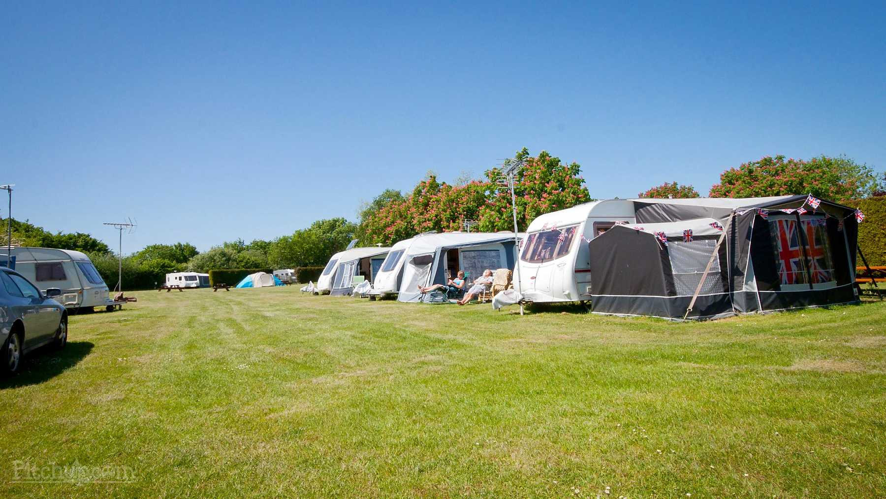 broadhembury-caravan-camping-park-electric-grass-pitch-family-park-family-fun.jpg