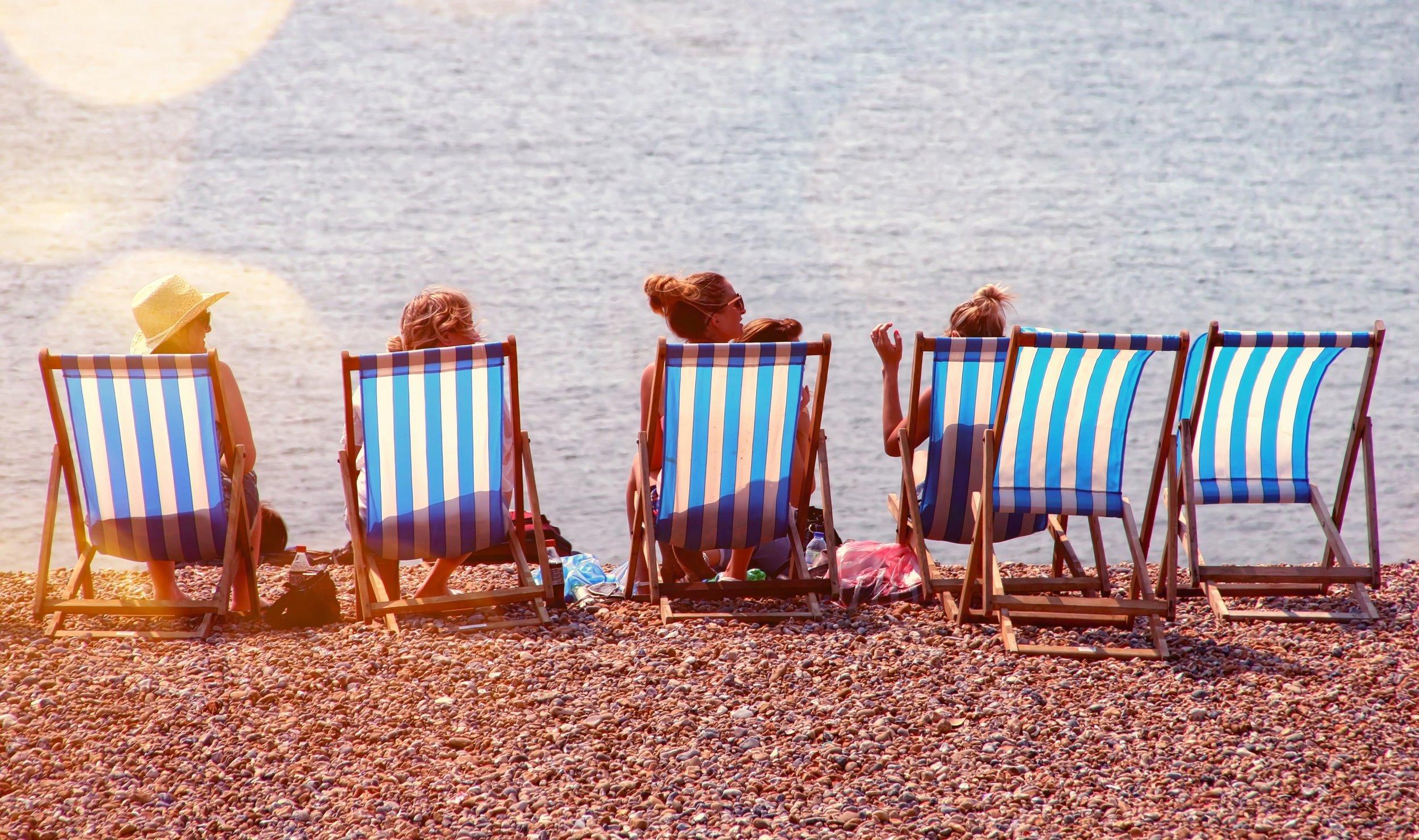 beach-chairs-leisure-791036.jpg
