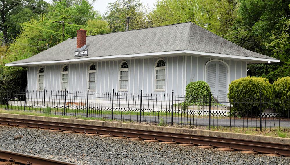 Linthicum Station. Linthicum, Maryland Date: Circa 2010. Source: Kilduffs.
