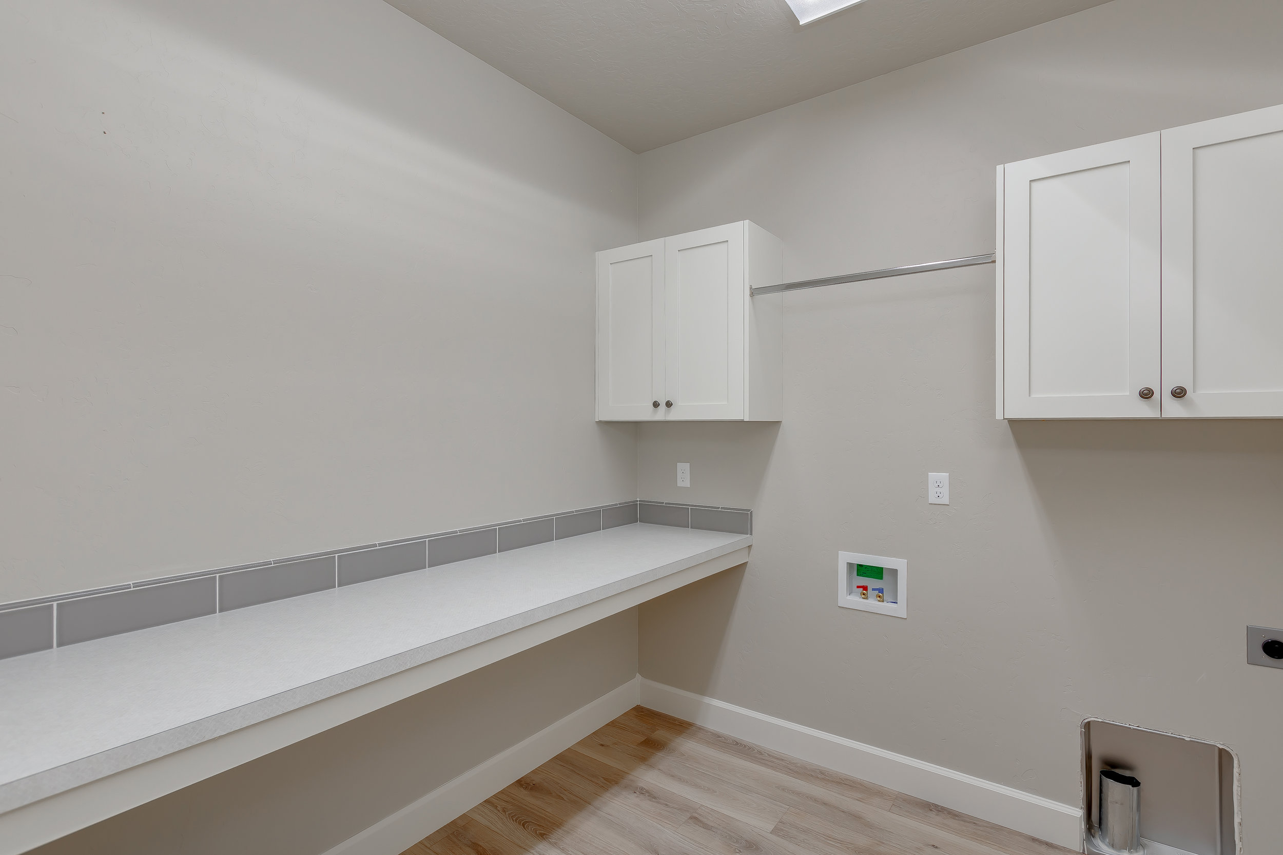 26-Laundry Room.jpg