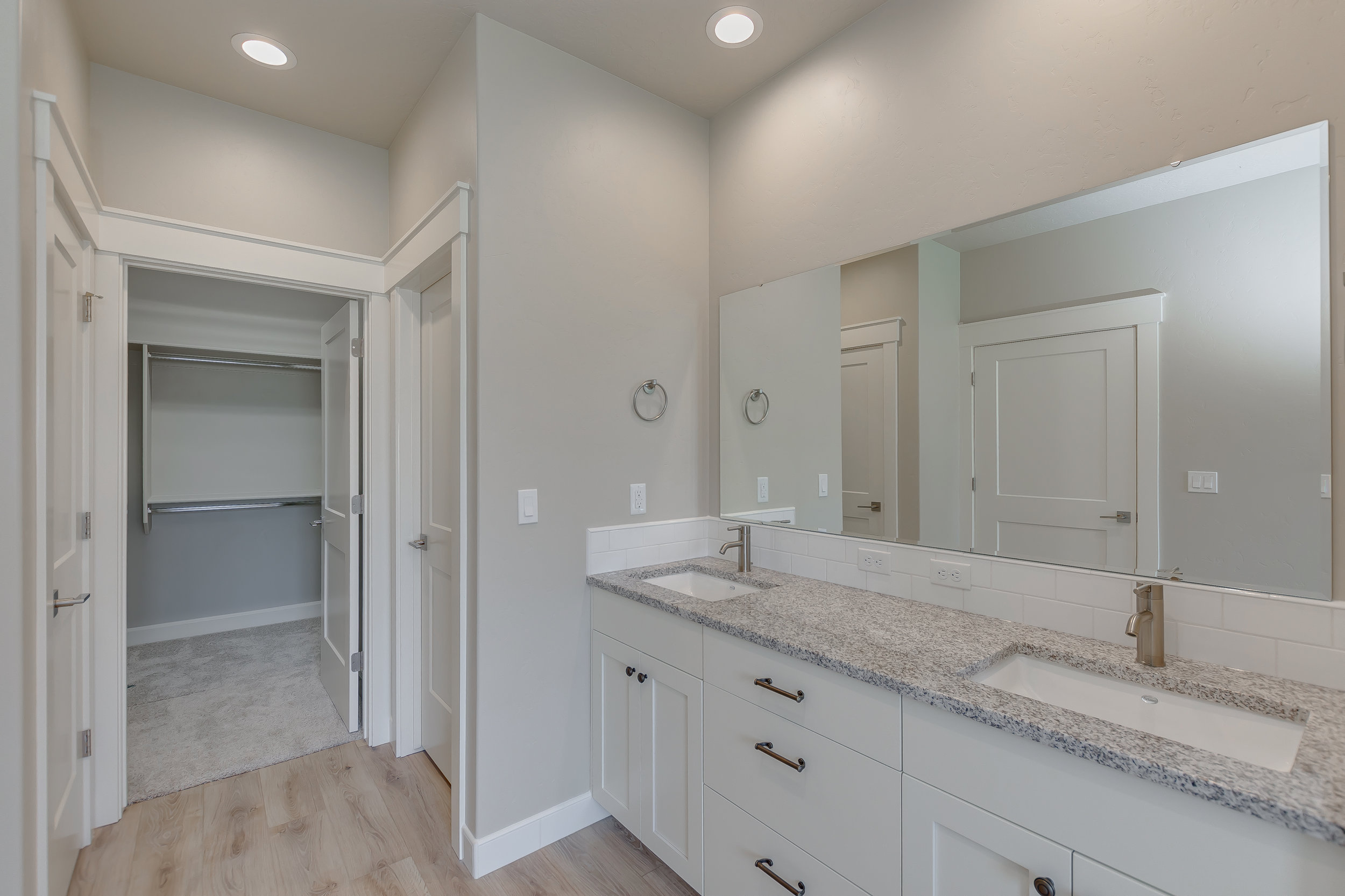 31-Master Bathroom.jpg