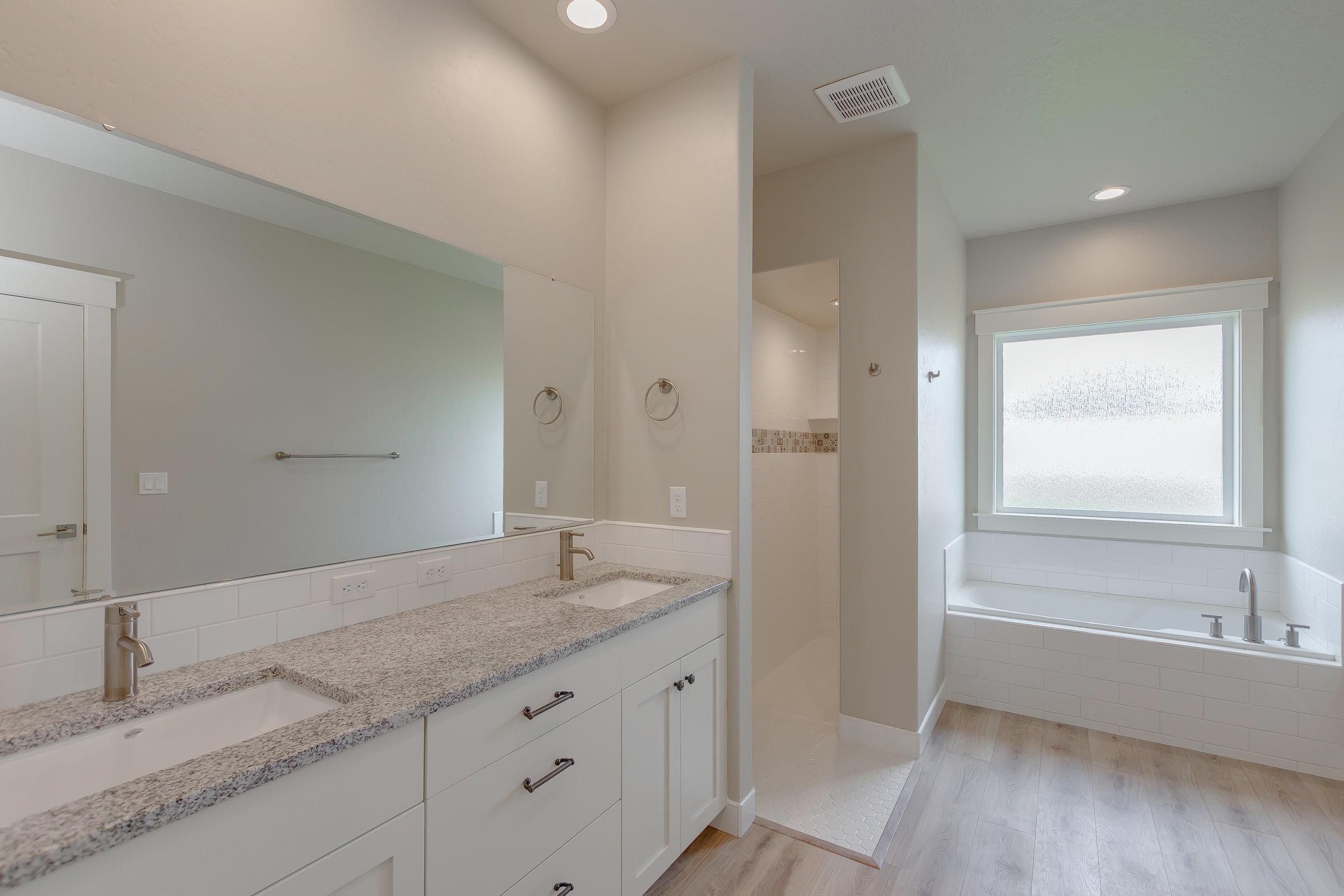 32-Master Bathroom.jpg