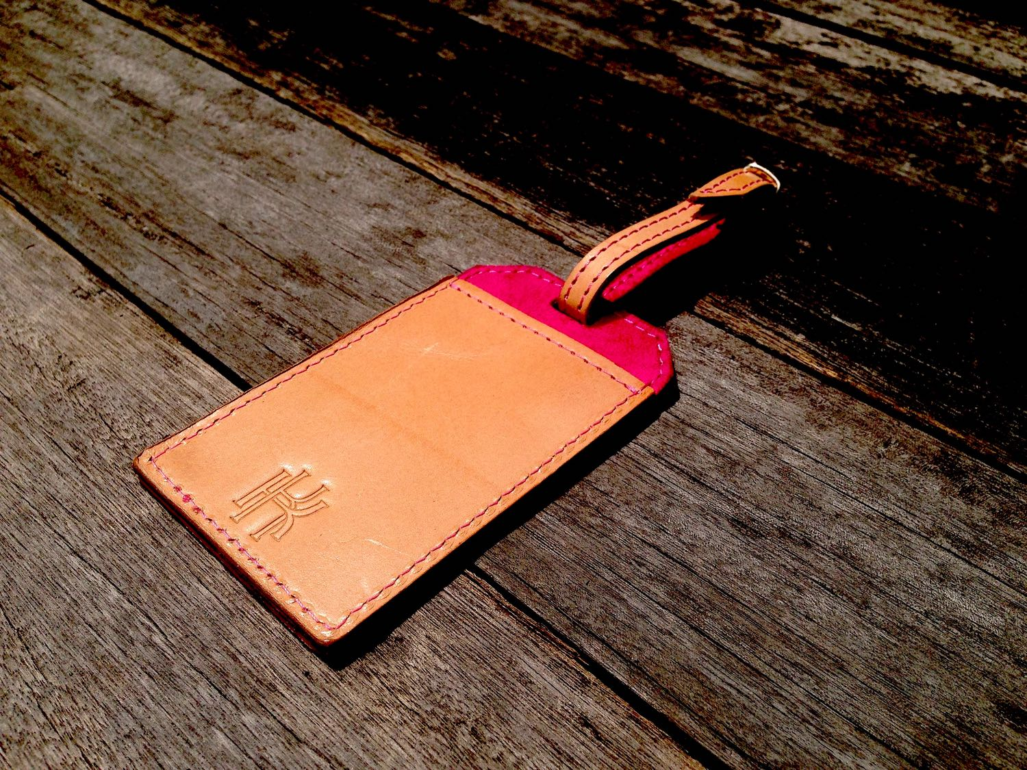 34life-corporate-events-workshops-gifts-products-designs-leather-monogram-personalise-gift-luggagetag-01w.jpg