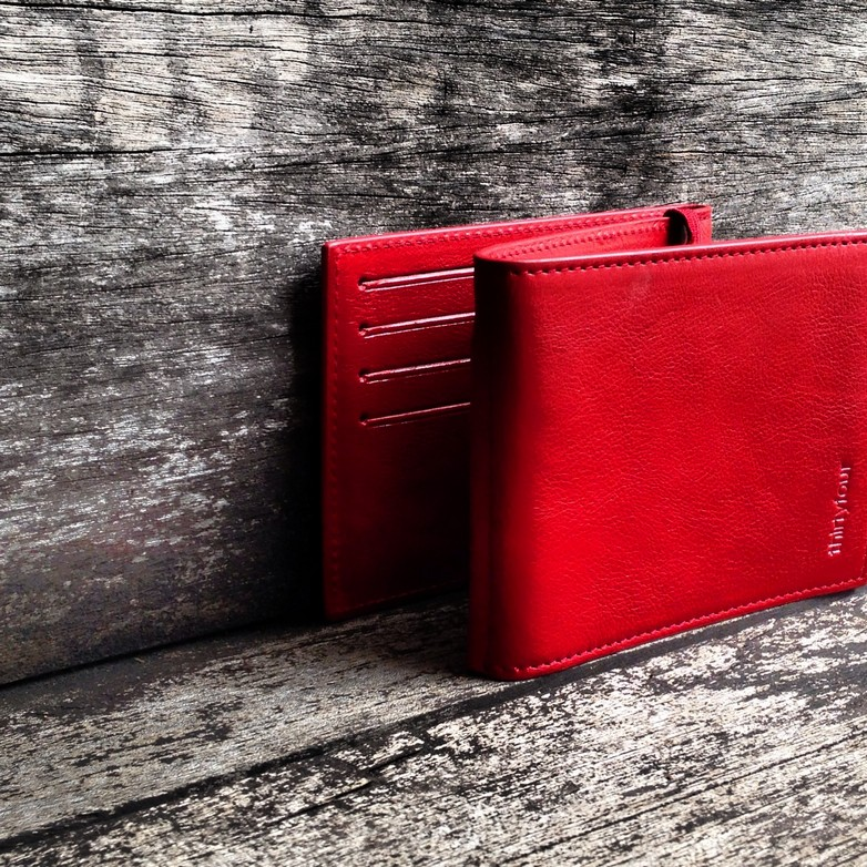 34life-corporate-events-workshops-gifts-products-designs-leather-wallet-jak-red-01.jpg