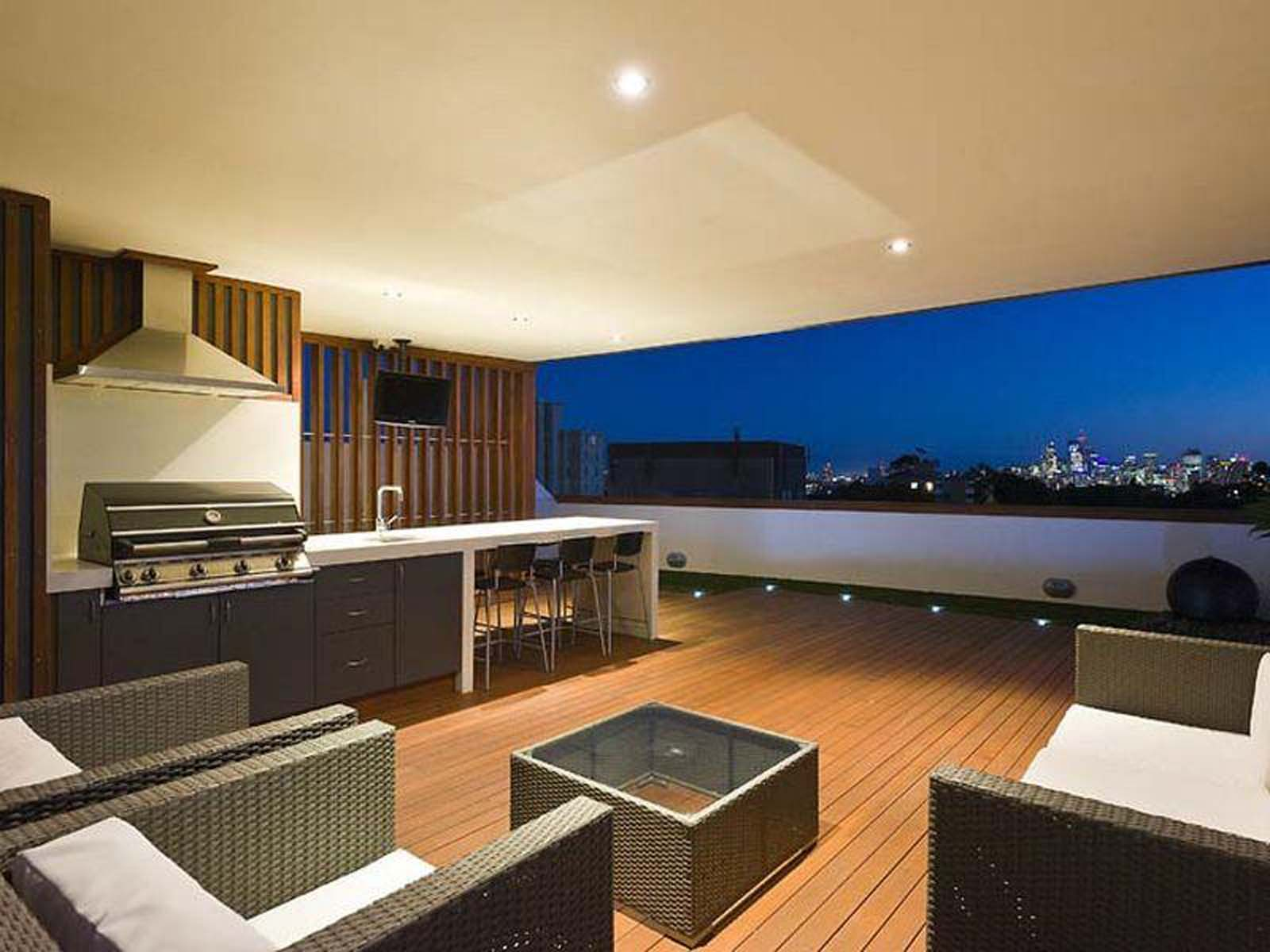 NYE! - Watch the fireworks from your own private roof terrace!