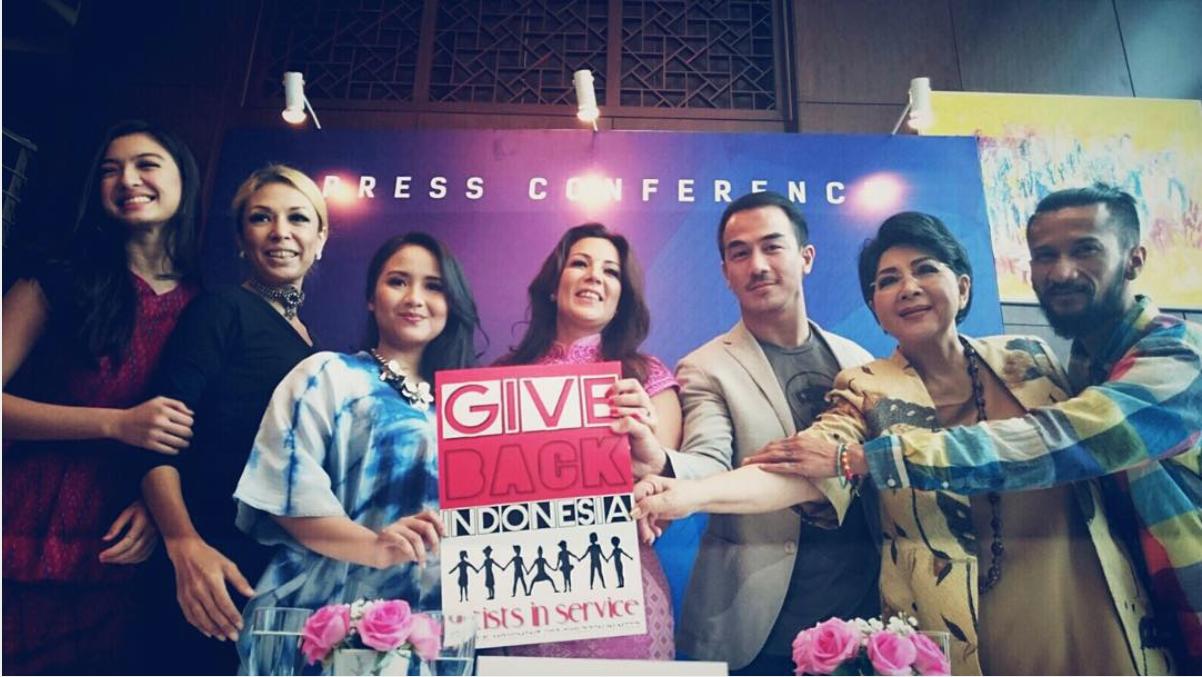 Left to right : Ralin Shaw / Saharani / Gita Gutawa / Madam Noor / Joe Taslim / Tita / Reza the Groove