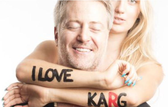 Mike Karg - is a worldwide pioneer in professional dry hair cutting shears/ scissors and education, as well as celebrity hairstylist and consultant.