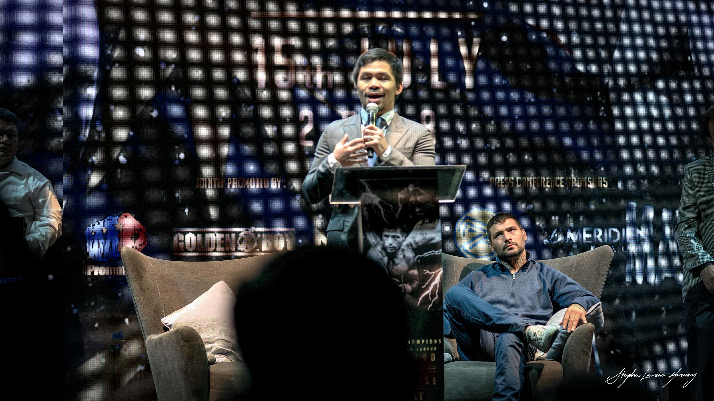 Lucas seems to have a keen eye on Manny here : a moment from the press con - this should be an exciting fight to watch - They are both warriors in the ring
