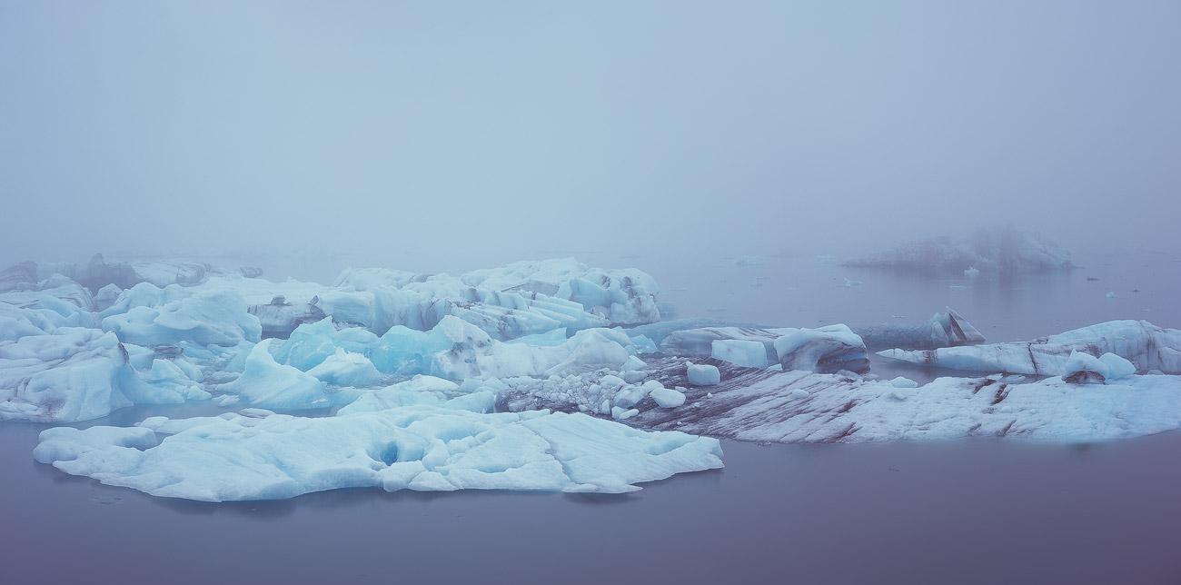 Die sich immer neu arrangierenden Eisberge der Gletscher Lagune Jökulsárlón.