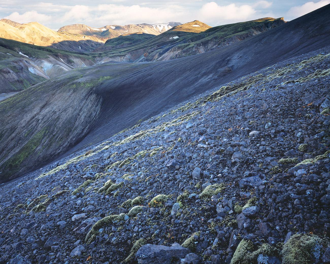 Blick auf die bunte Rhyolith Landschaft des Landmannalaugar.
