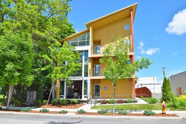 14 Unit Apartment in the University District  Sale: $1,008,000