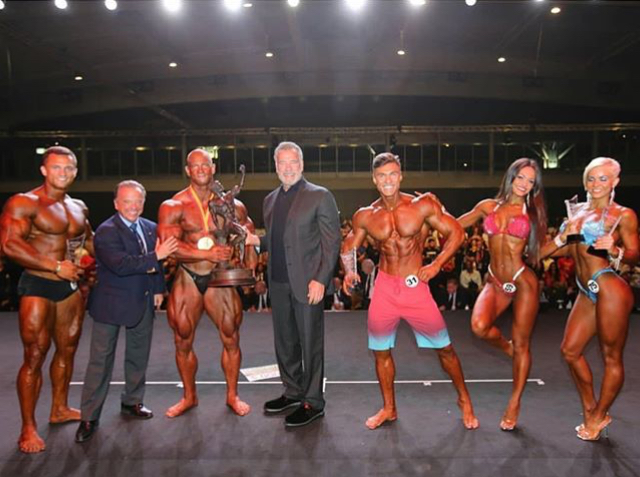 Arnold and IFBB president Dr Rafael Santonja pose with the pro show winners.