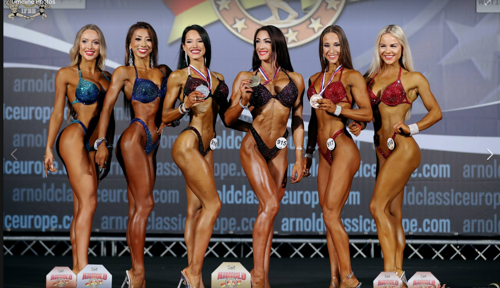 Marta (third from the left) displays her silver medal at the Arnold Classic Europe.