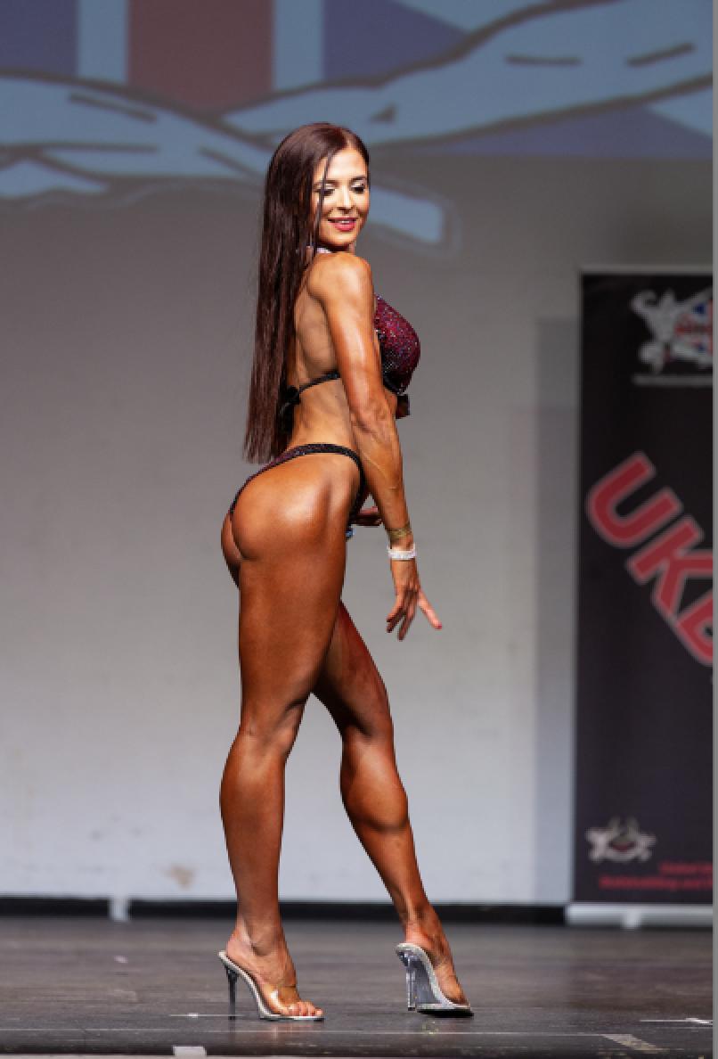 Sophie Davis, who won bikini fitness up to 169cm.