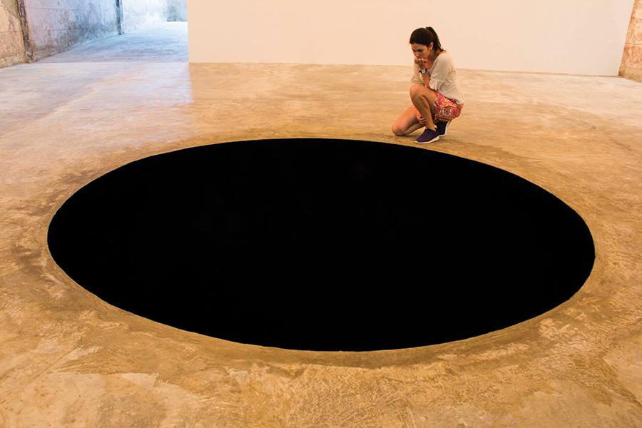 Anish Kapoor exhibit in Havana