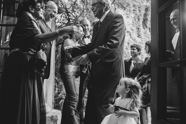 ¿Cuanta expresiones ves en esta foto? ⠀⠀⠀⠀⠀⠀⠀⠀⠀ •⠀⠀⠀⠀⠀⠀⠀⠀⠀ •⠀⠀⠀⠀⠀⠀⠀⠀⠀ •⠀⠀⠀⠀⠀⠀⠀⠀⠀ •⠀⠀⠀⠀⠀⠀⠀⠀⠀ •⠀⠀⠀⠀⠀⠀⠀⠀⠀ #wedding #boda #matrimonio #bigmoments #bride #novia #nikon #d750 #santiago #vsco #vscoweddings #vscogrid #vscophile #vscodaily #vscogram #vscoph #bestofvsco #vscofilm #visualsgang #makeportraits #letsgosomewhere #conceadicto #santiagoadicto #fearlessphotographers #fineart #camilohernandez #yourockphotographers  #junebugweddings #wedphoto #heywildweddings