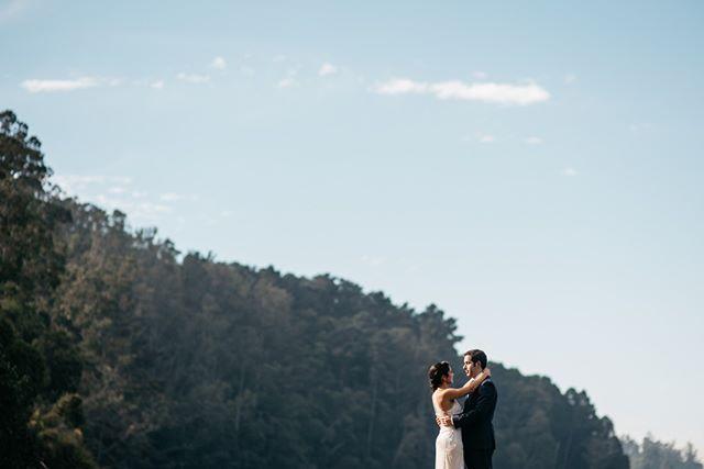 Siempre he visto la sesión después de la ceremonia como un momento de calma para así poder darte cuenta de lo que acaba de pasar. Abrazar fuerte y preparar el corazón pa' seguir gozando del estar con los tuyos. ⠀⠀⠀⠀⠀⠀⠀⠀⠀ •⠀⠀⠀⠀⠀⠀⠀⠀⠀ •⠀⠀⠀⠀⠀⠀⠀⠀⠀ •⠀⠀⠀⠀⠀⠀⠀⠀⠀ •⠀⠀⠀⠀⠀⠀⠀⠀⠀ •⠀⠀⠀⠀⠀⠀⠀⠀⠀ #wedding #boda #matrimonio #bigmoments #bride #novia #nikon #d750 #santiago #vsco #vscoweddings #vscogrid #vscophile #vscodaily #vscogram #vscofilm #visualsgang #vscobest #makeportraits #letsgosomewhere #conceadicto #santiagoadicto #fearlessphotographers #fineart #camilohernandez #yourockphotographers  #junebugweddings #wedphoto #heywildweddings