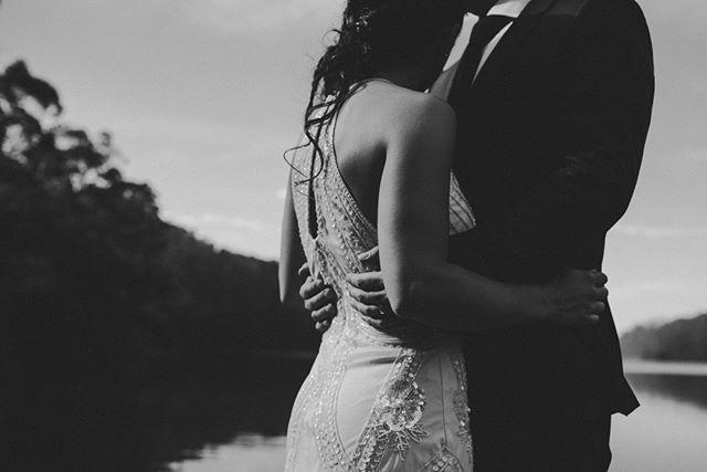 La calma de estar en los brazos de quien amas. ⠀⠀⠀⠀⠀⠀⠀⠀⠀ •⠀⠀⠀⠀⠀⠀⠀⠀⠀ •⠀⠀⠀⠀⠀⠀⠀⠀⠀ •⠀⠀⠀⠀⠀⠀⠀⠀⠀ •⠀⠀⠀⠀⠀⠀⠀⠀⠀ •⠀⠀⠀⠀⠀⠀⠀⠀⠀ #wedding #boda #matrimonio #bigmoments #bride #novia #nikon #d750 #santiago #vsco #vscoweddings #vscogrid #vscophile #vscodaily #vscogram #vscofilm #visualsgang #vscobest #makeportraits #letsgosomewhere #conceadicto #santiagoadicto #fearlessphotographers #fineart #camilohernandez #yourockphotographers  #junebugweddings #wedphoto #heywildweddings