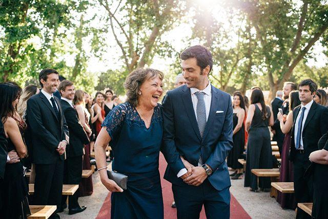 ¿Nervios? Puro corazón abierto para reir y gozar de ese máximo momento.⠀⠀⠀⠀⠀⠀⠀⠀⠀ •⠀⠀⠀⠀⠀⠀⠀⠀⠀ •⠀⠀⠀⠀⠀⠀⠀⠀⠀ •⠀⠀⠀⠀⠀⠀⠀⠀⠀ •⠀⠀⠀⠀⠀⠀⠀⠀⠀ •⠀⠀⠀⠀⠀⠀⠀⠀⠀ #wedding #boda #matrimonio #bigmoments #bride #novia #nikon #d750 #santiago #vsco #vscoweddings #vscogrid #vscophile #vscodaily #vscogram #vscofilm #visualsgang #vscobest #makeportraits #letsgosomewhere #conceadicto #santiagoadicto #fearlessphotographers #fineart #camilohernandez #yourockphotographers  #junebugweddings #wedphoto #heywildweddings