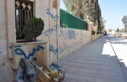 a black flag in raqqa - The New Yorker, April 2, 2013