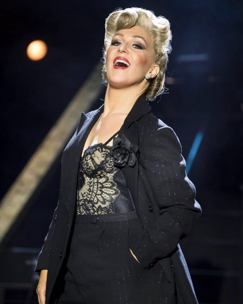 Mazz Murray stuns as Mama Morton at the Phoenix Theatre, London.
