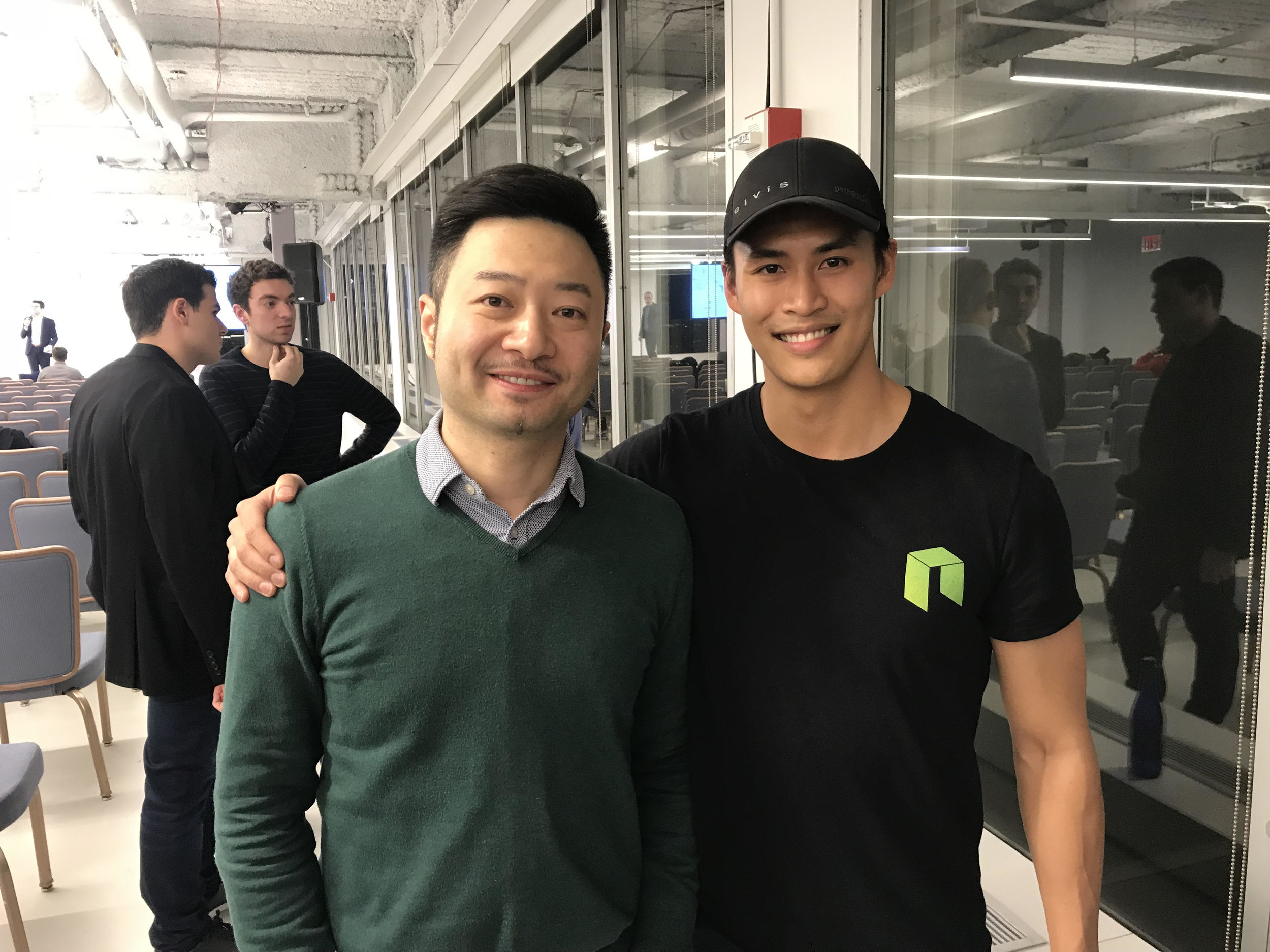 Schmoozing with NEO founder Da Hongfei at NYC meet up so that I can get you guys all the good inside scoops ;)