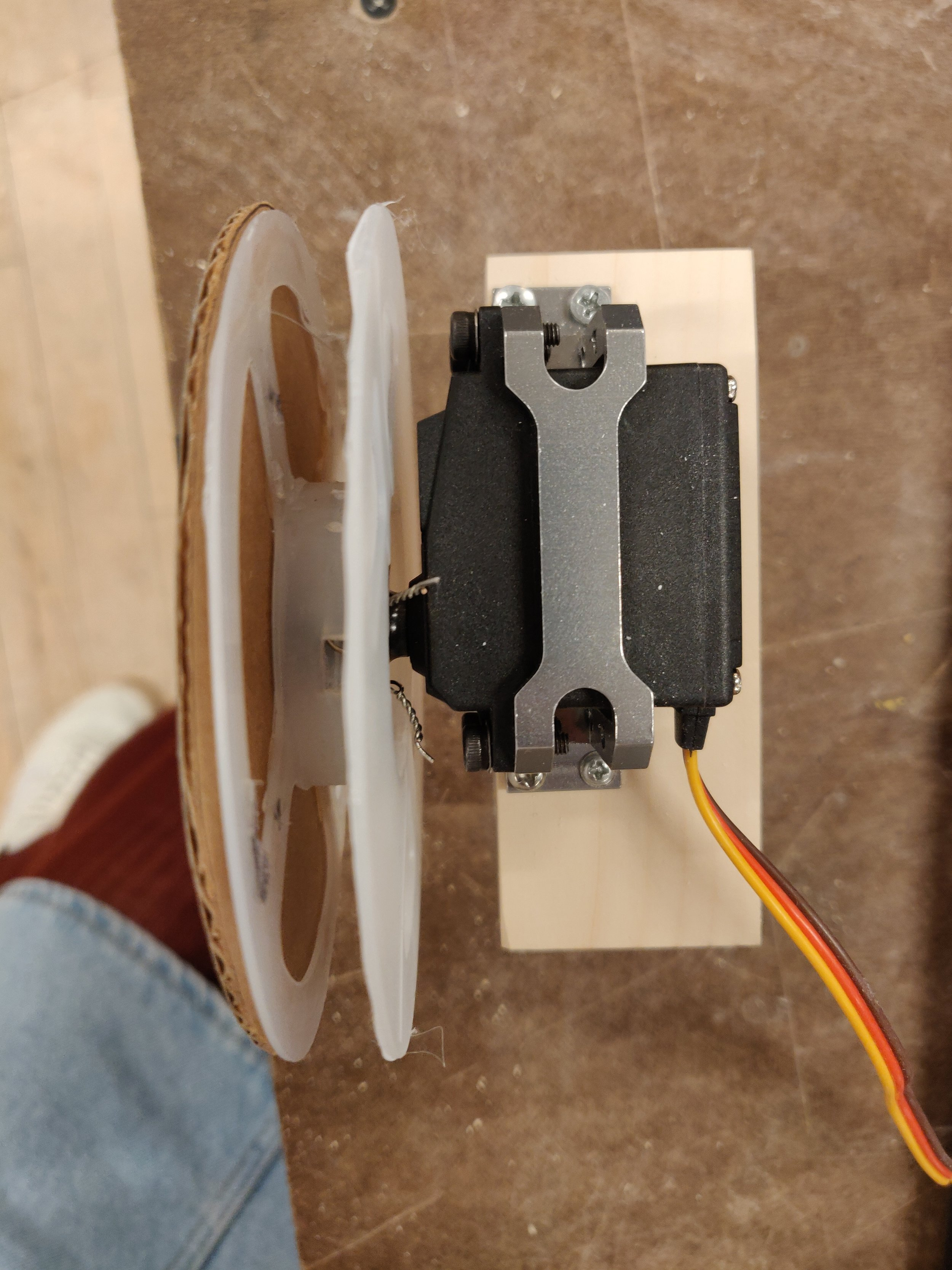 Top view of the mounted servo