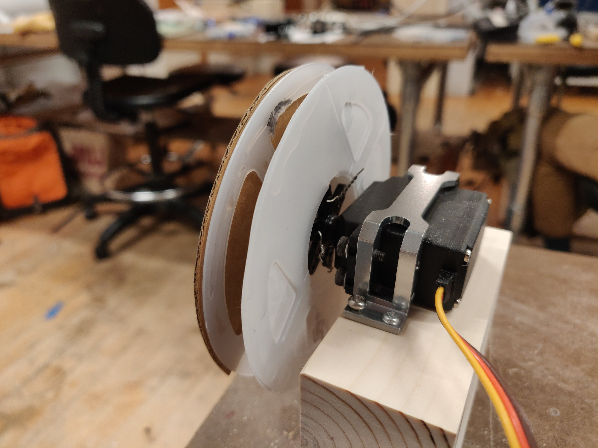 Perspective view of mounted servo